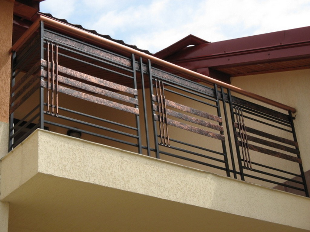 Балконные ограждения: виды конструкций, материалы, стили.